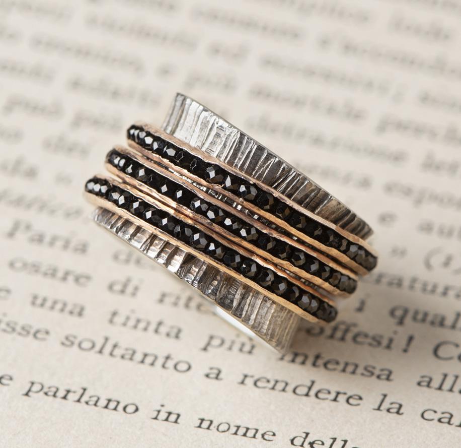 New Art_Anello in argento con tre elementi mobili in quarzi neri_g2