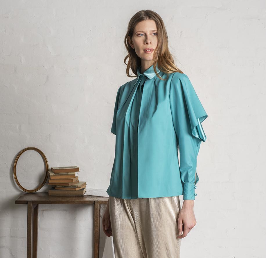 Atelier Meni_Camicia in raso lucido e opaco color verde smeraldo_g1