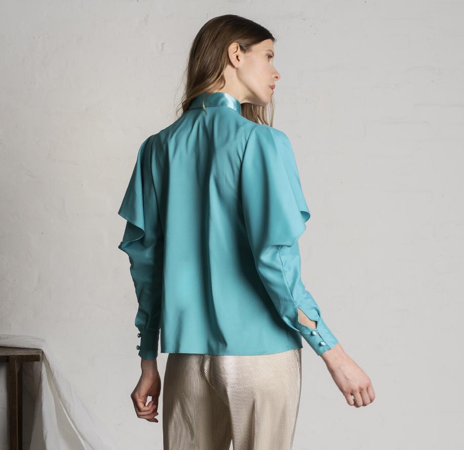 Atelier Meni_Camicia in raso lucido e opaco color verde smeraldo_g3