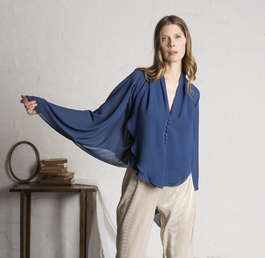 Atelier Meni_Gilet con poncho color blu avio_g2