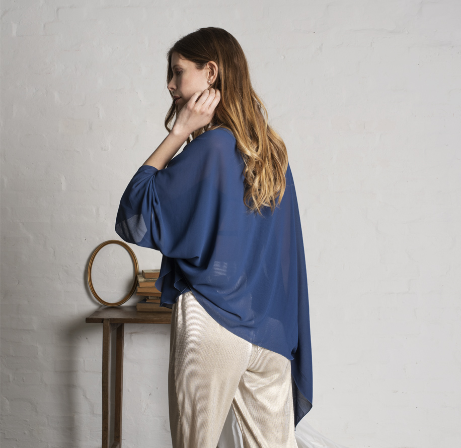Atelier Meni_Gilet con poncho color blu avio_g3